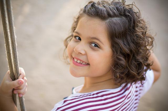 Aranżacja ogrodu dla dzieci – huśtawka, piaskownica, co jeszcze?