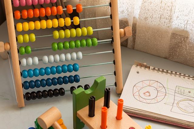 Zabawki edukacyjne dla 8 latka – co spodoba się dziecku i zadowoli rodziców?